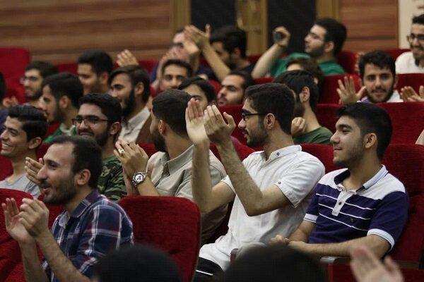 محفل شب شعر رضوی در دورۀ آموزشی اسلام ناب برگزار شد