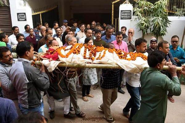 رسم سوزاندن اجساد و عزاداری میان هندوها/ روحی که در جمجمه است
